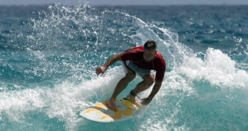 Surfing_in_Hawaii_unmodified